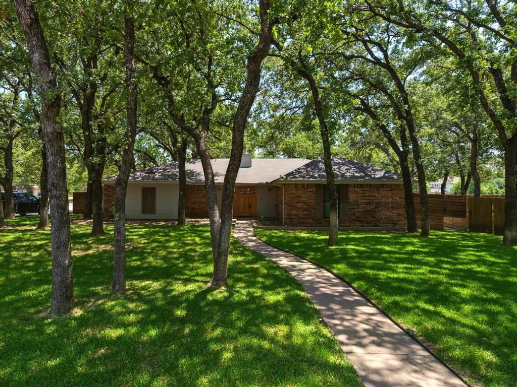 1128 Willow Ridge Dr, Azle, TX 76020