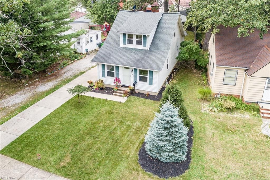 330 E 286th St, Willowick, OH 44095