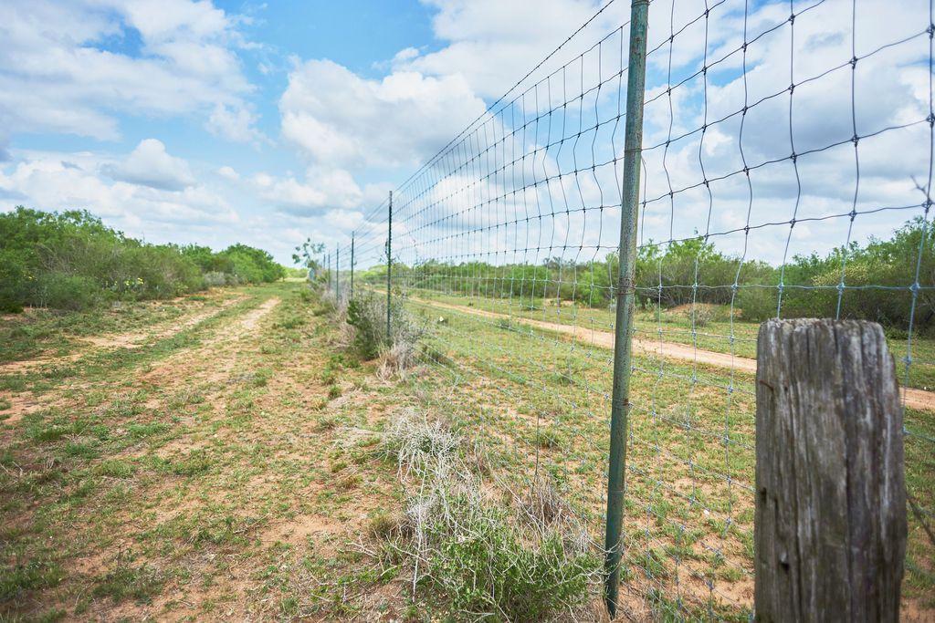 Rural Rte, Bruni, TX 72023