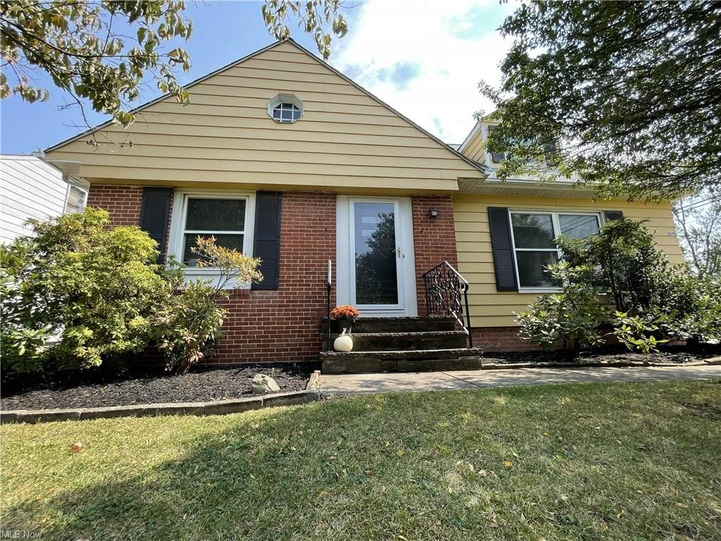 2011 S Green Rd, South Euclid, OH 44121