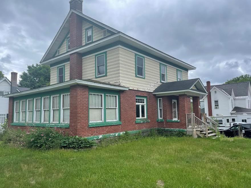 26 Park St, Tupper Lake, NY 12986