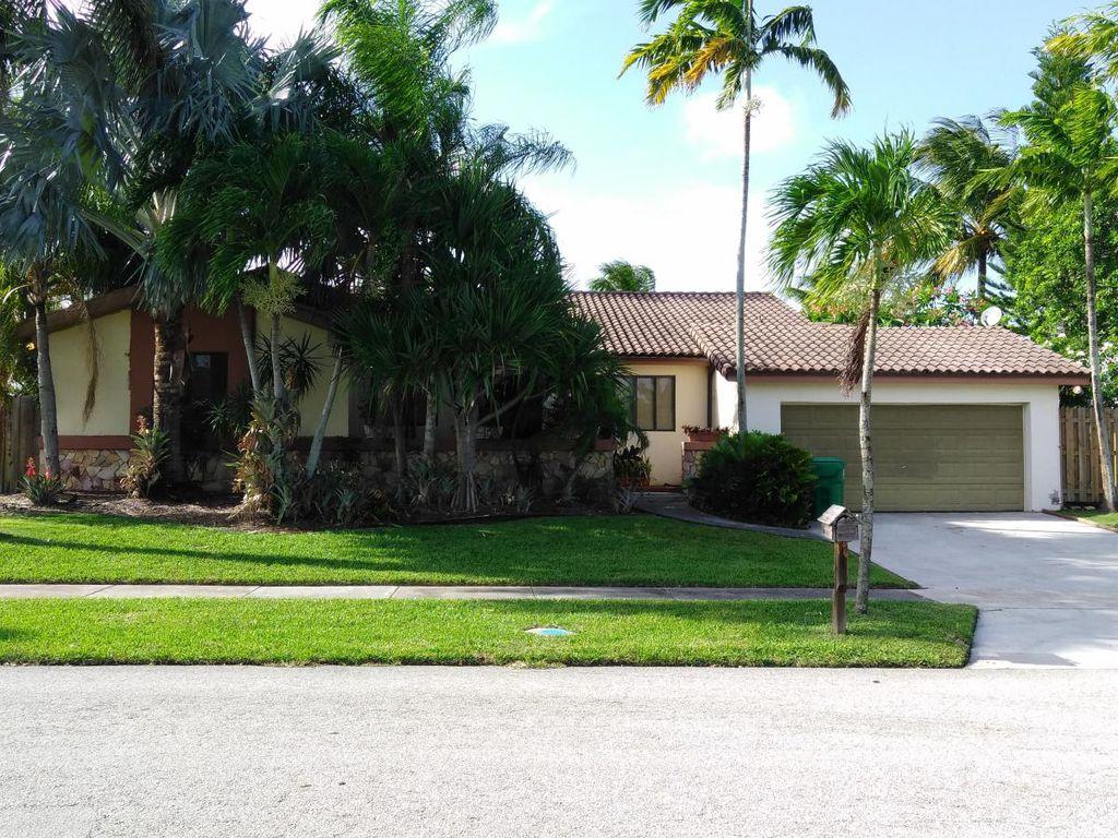 7925 SW 201st Ter, Miami, FL 33189