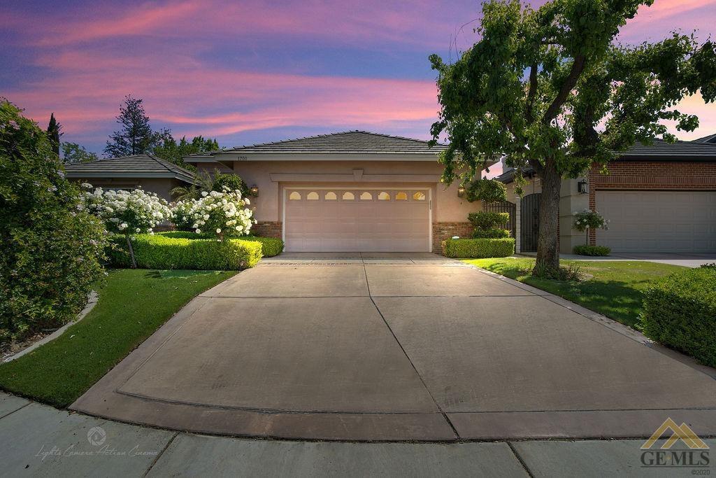 1700 Wedgemont Pl, Bakersfield, CA 93311