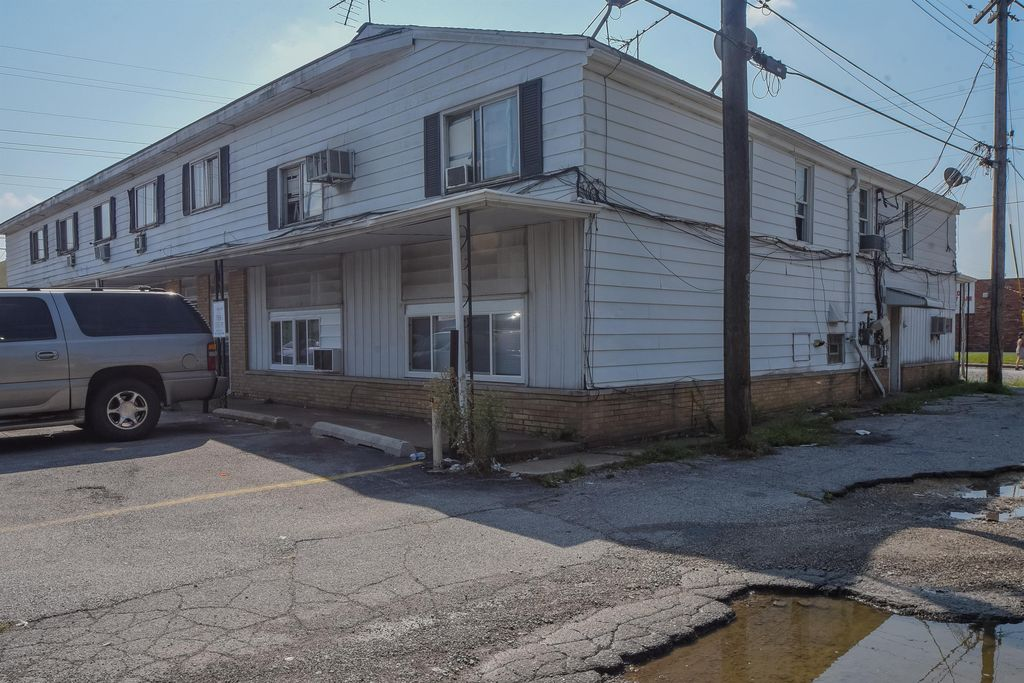 5284 Broadway St #1A, Merrillville, IN 46410