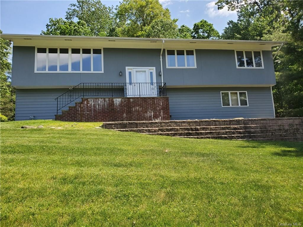 491 Mitchell Dr, Valley Cottage, NY 10989