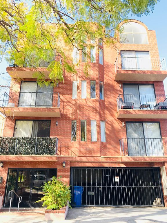 1819 Greenfield Ave #302, West Los Angeles, CA 90025