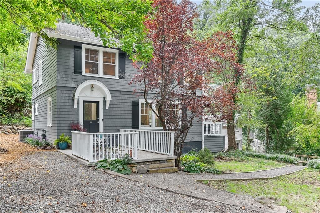 17 Howland Rd, Asheville, NC 28804