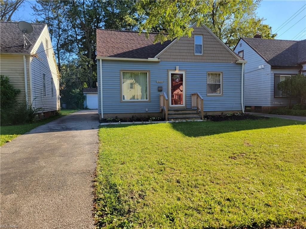 19800 Sunset Dr, Warrensville Heights, OH 44122
