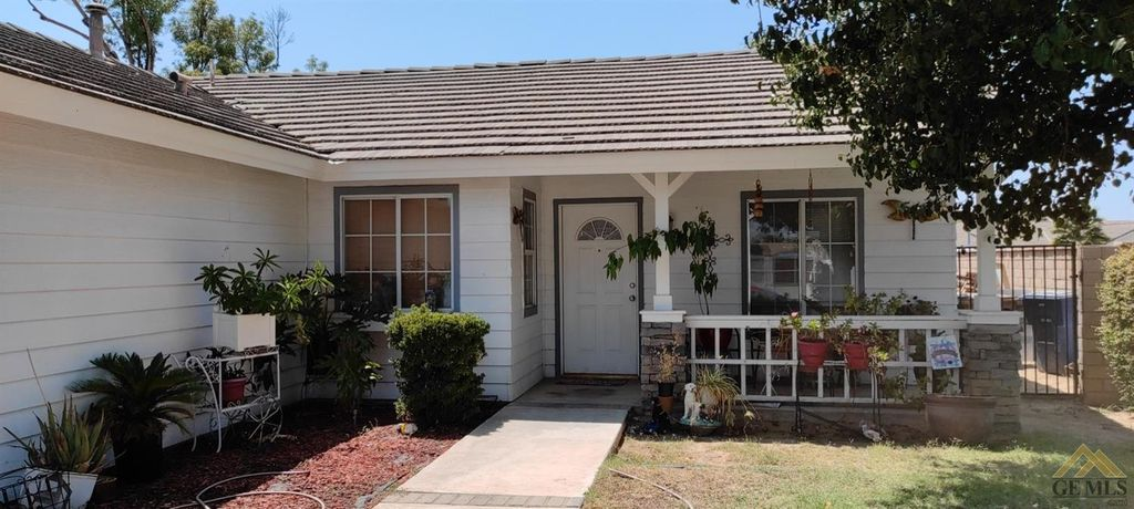 8601 Windjammer Dr, Bakersfield, CA 93312