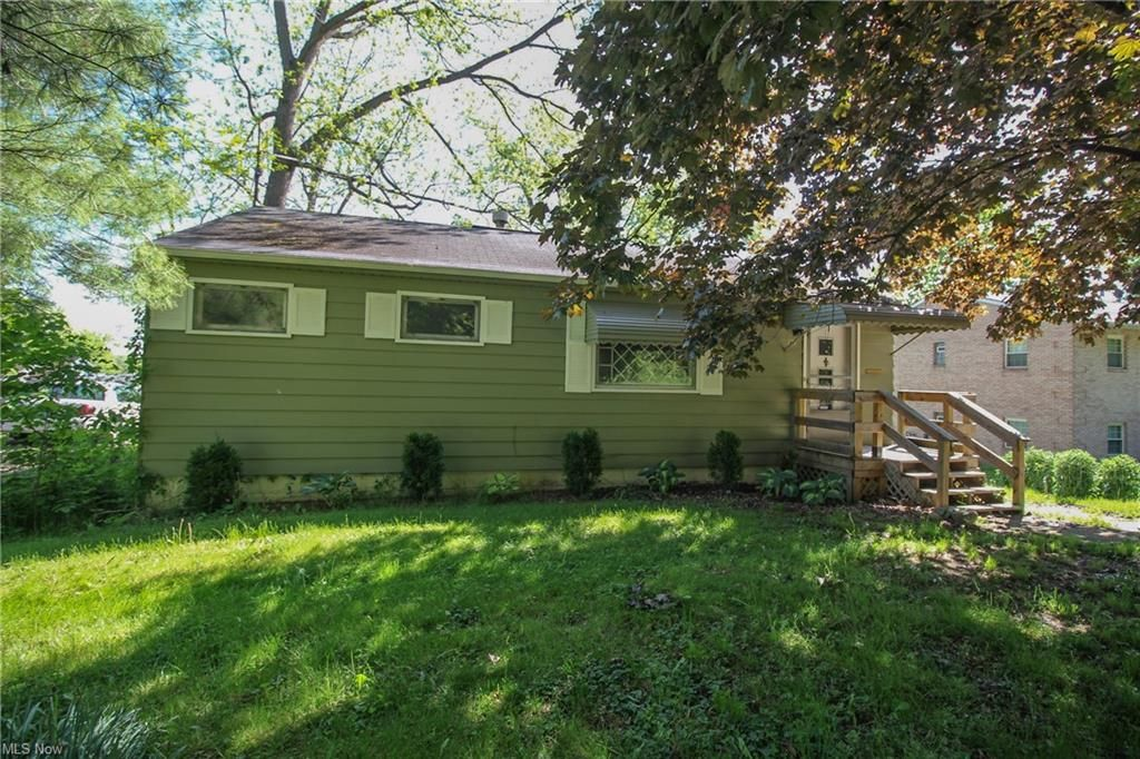 31 N Yorkshire Blvd, Youngstown, OH 44515