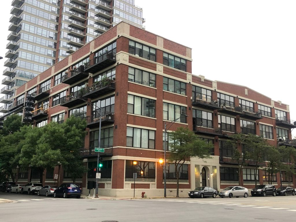 1601 S Indiana Ave #302, Chicago, IL 60616