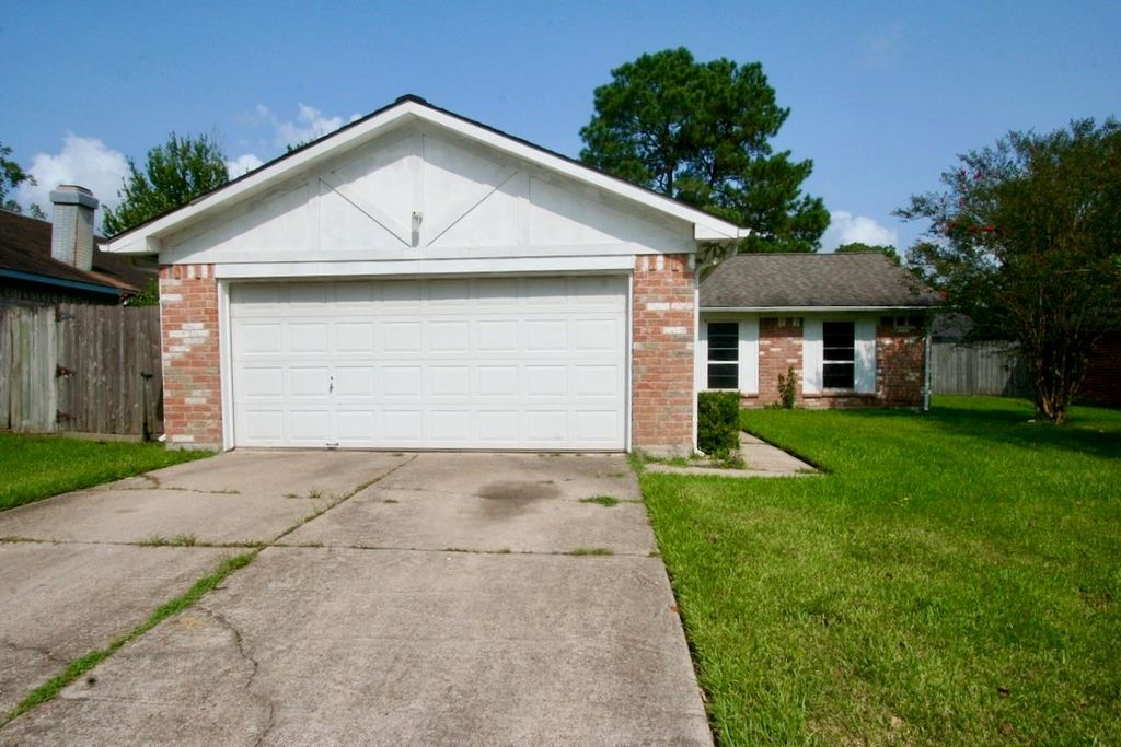 20117 Misty Pines Dr, Humble, TX 77346