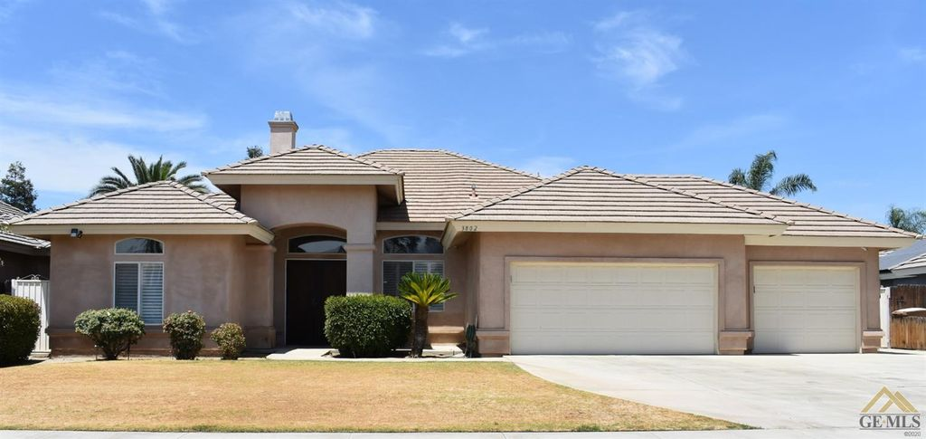3802 Waterfall Canyon Dr, Bakersfield, CA 93313