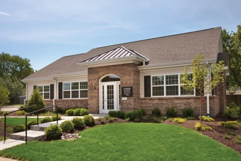 975 Jefferson Sq, Elk Grove Village, IL 60007
