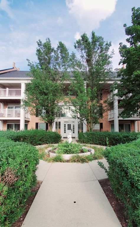 5601 Carriageway Dr #214, Rolling Meadows, IL 60008