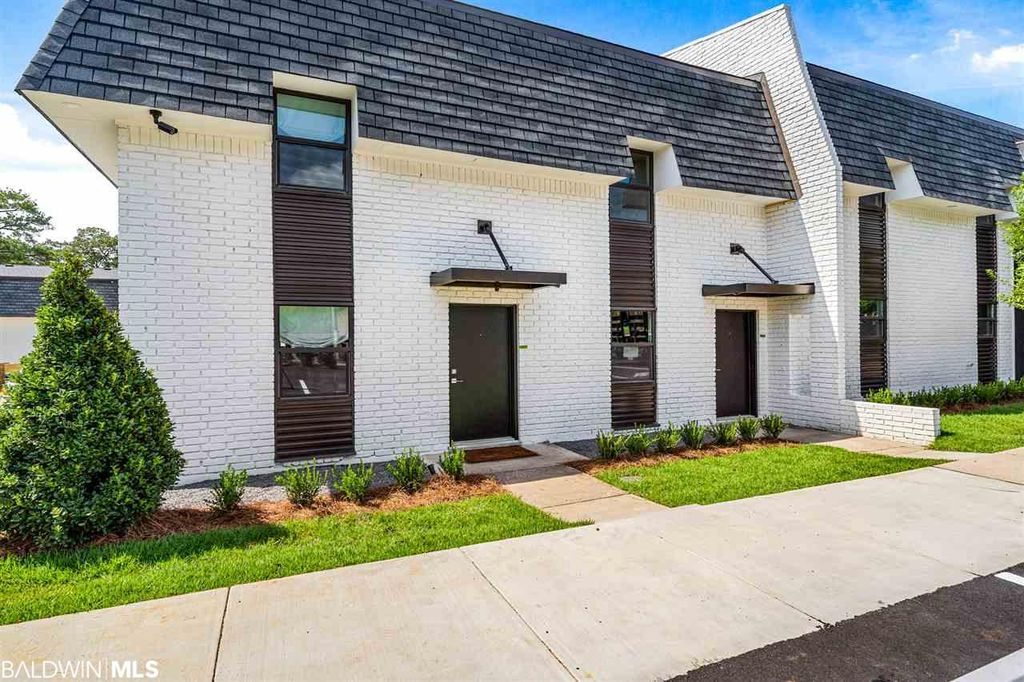3655 Old Shell Rd #112, Mobile, AL 36608