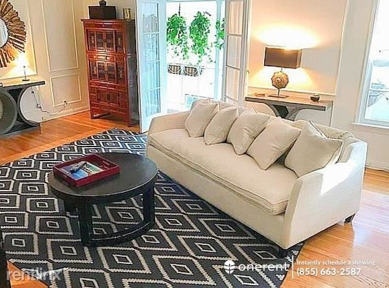 1132 Larrabee St #4, West Hollywood, CA 90069