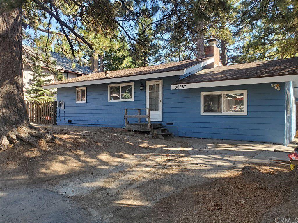 30957 Wild Oak Dr, Running Springs, CA 92382