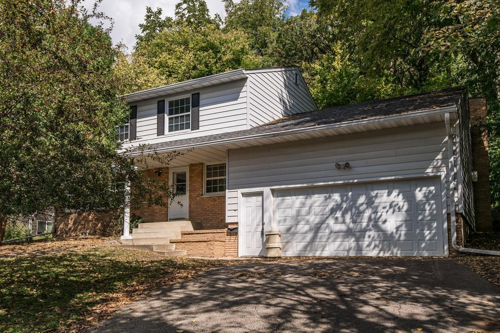 1046 14th Ave SW, Rochester, MN 55902