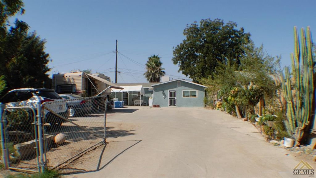 703 Sparling Ave, Bakersfield, CA 93307