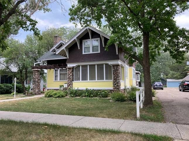 917 E 2nd St, Redfield, SD 57469