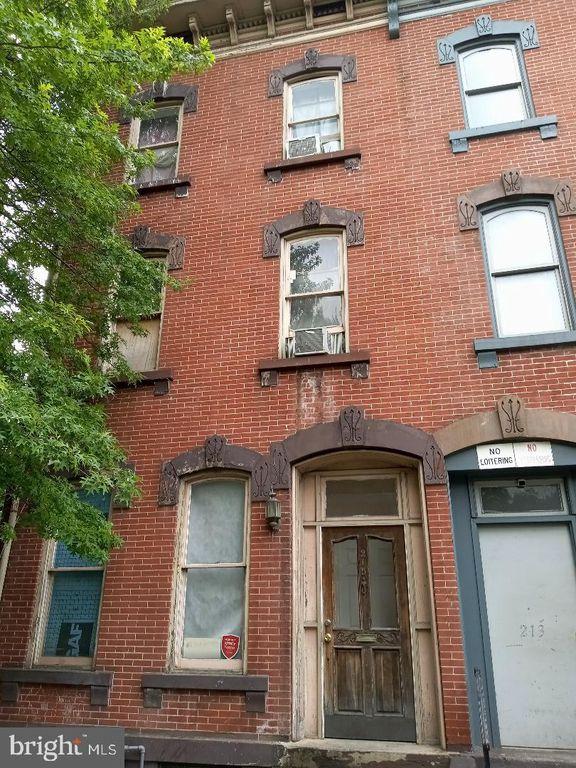 215 Perry St, Trenton, NJ 08618