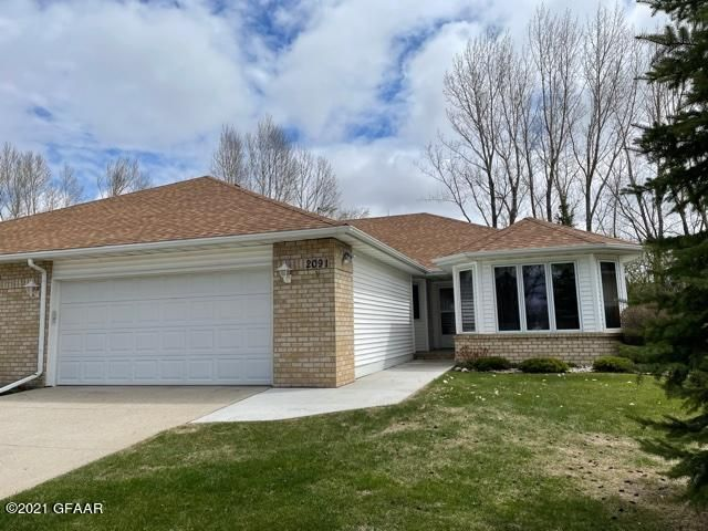2091 S 36th St, Grand Forks, ND 58201