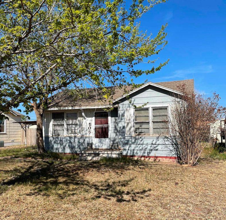 505 S Collins Ave, Tulia, TX 79088
