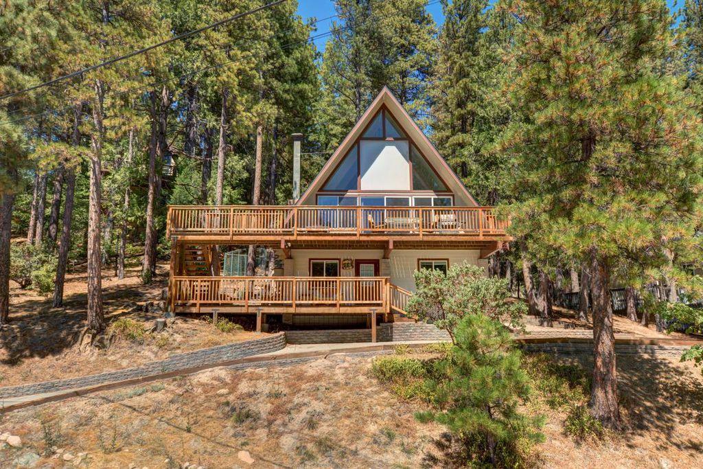 568 Brentwood Dr #A, Lake Arrowhead, CA 92352