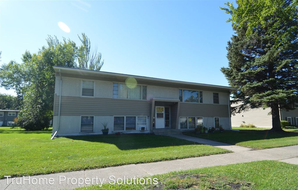 1117 13th Ave S #3, Grand Forks, ND 58201
