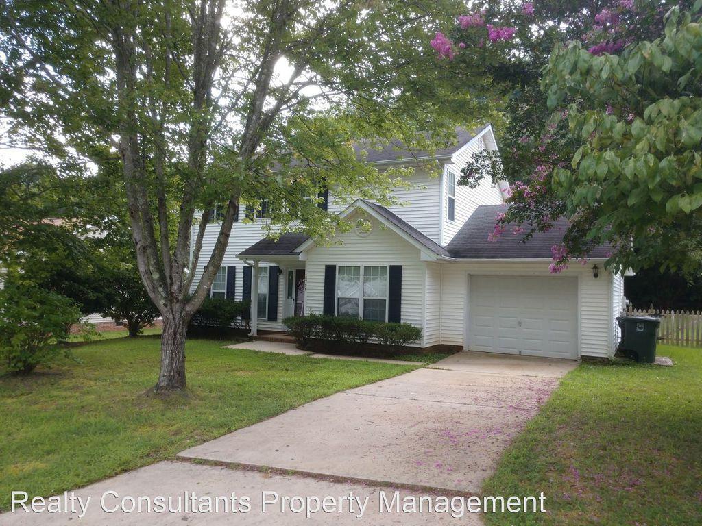 6790 Ironwood Cir, Greensboro, NC 27410