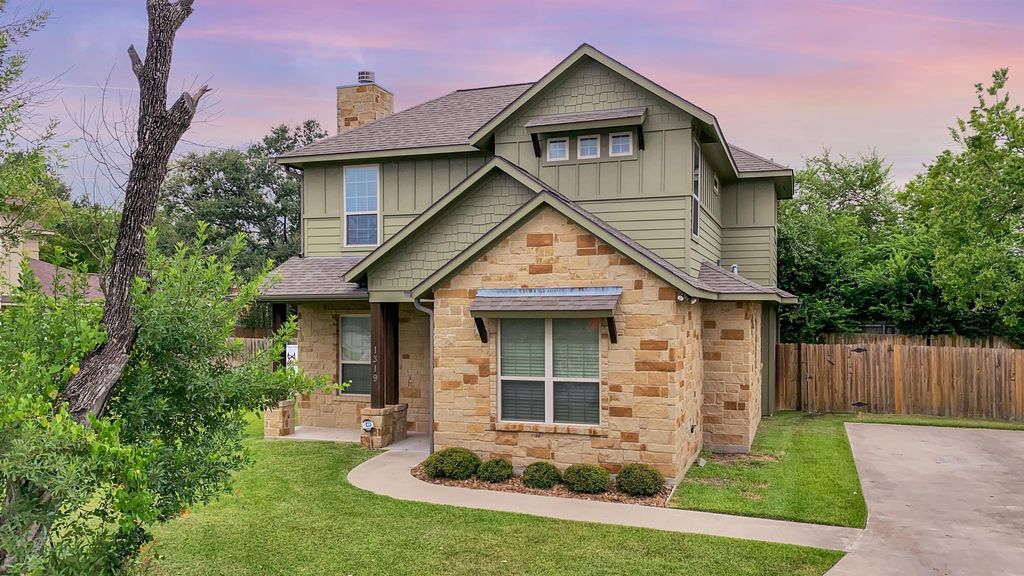 1319 Foster Ave, College Station, TX 77840