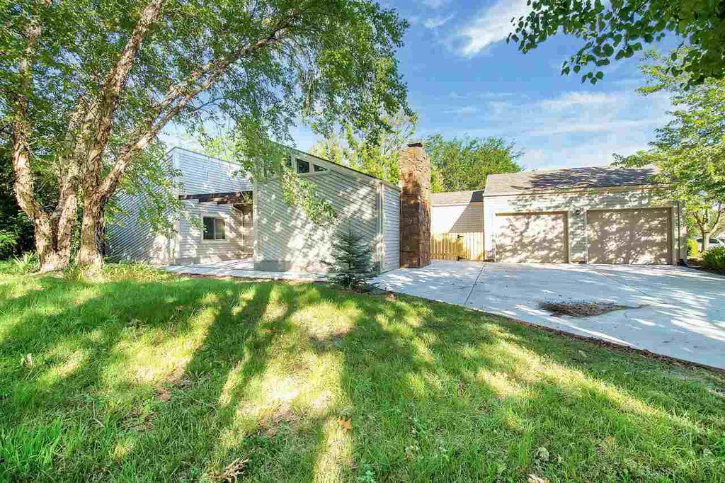 6915 E Rushwood Cir, Wichita, KS 67226