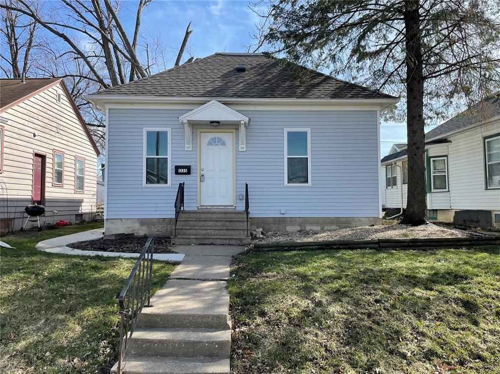 1335 Hinkley Ave NW, Cedar Rapids, IA 52405