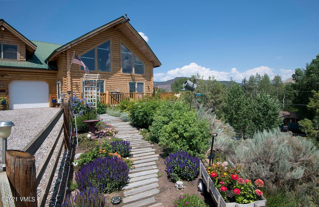 118 Red Hill Dr, Gypsum, CO 81637
