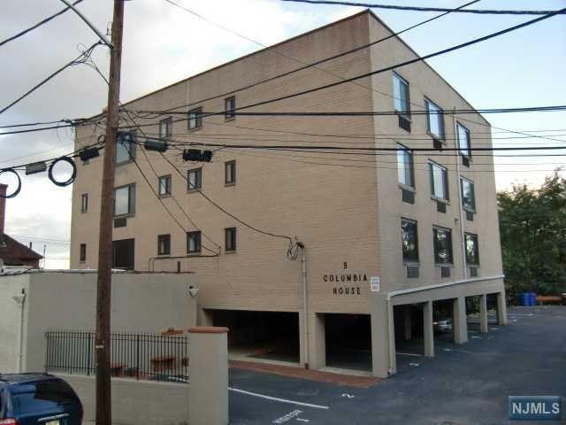 9 Columbia Ter #AA, Edgewater, NJ 07020