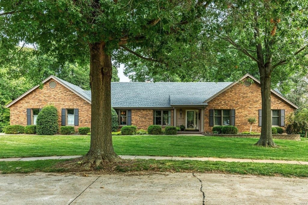 16279 Forest Meadows Dr, Chesterfield, MO 63005