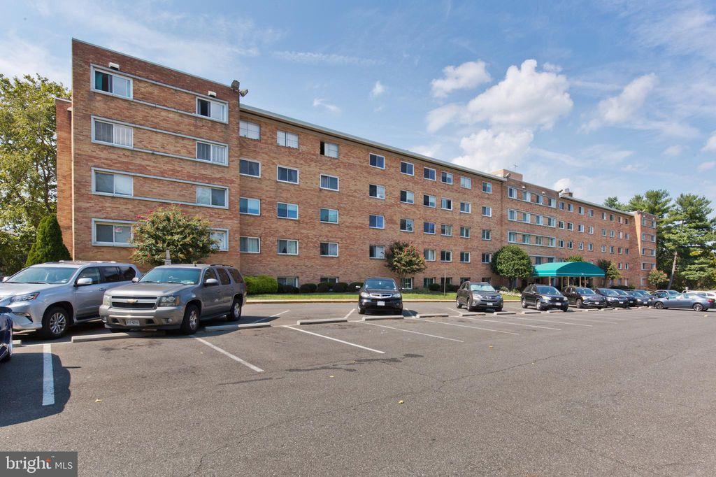 5101 8th Rd S #203, Arlington, VA 22204