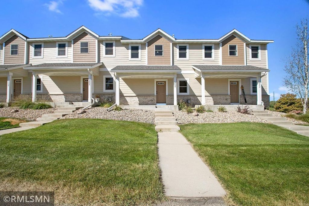 5004 Harvest Lake Dr NW, Rochester, MN 55901