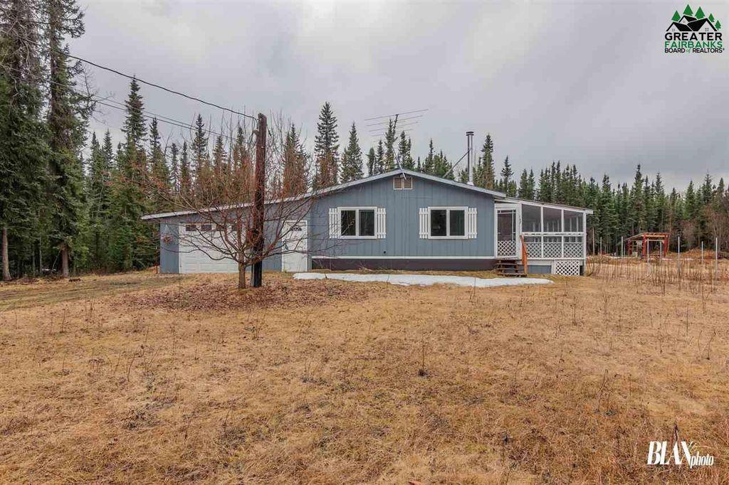 147 N Grange Hall Rd, Fairbanks, AK 99712