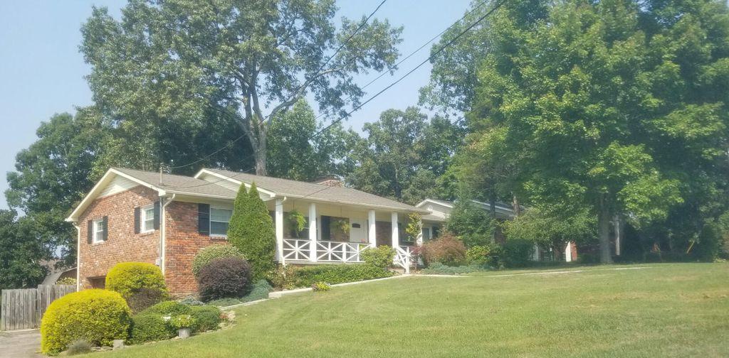 979 Ponder Cir, Knoxville, TN 37923