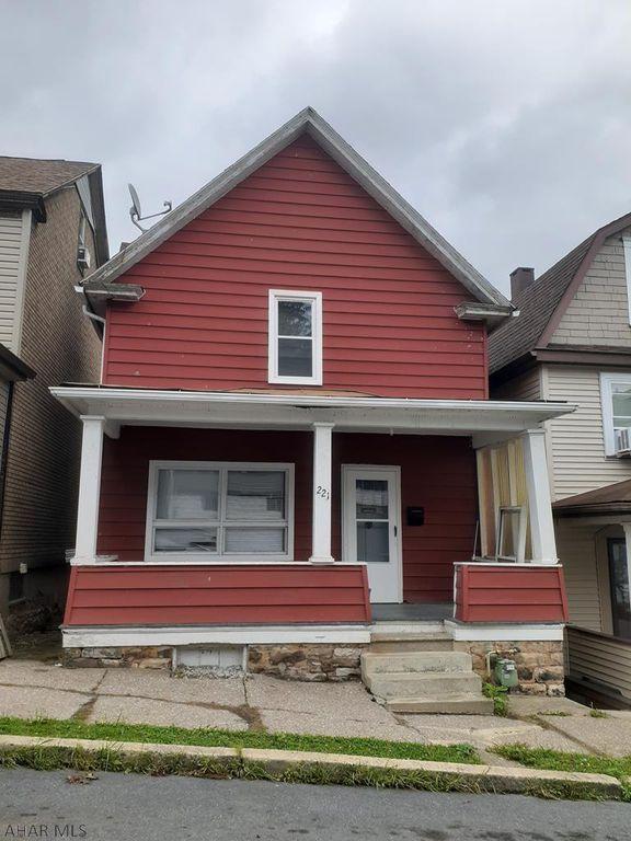 221 Maple Ave, Altoona, PA 16601