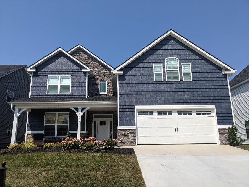 2932 Cardiff Castle Ln, Knoxville, TN 37931