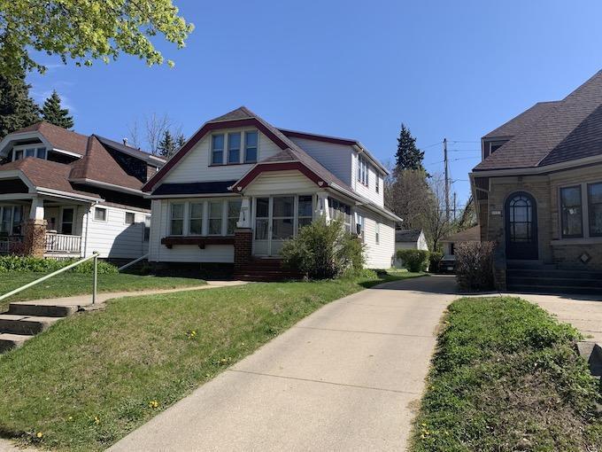 5525 W Wisconsin Ave, Milwaukee, WI 53208