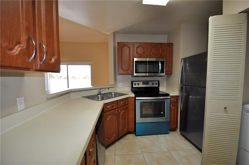 3449 NW 44th St #202, Oakland Park, FL 33309
