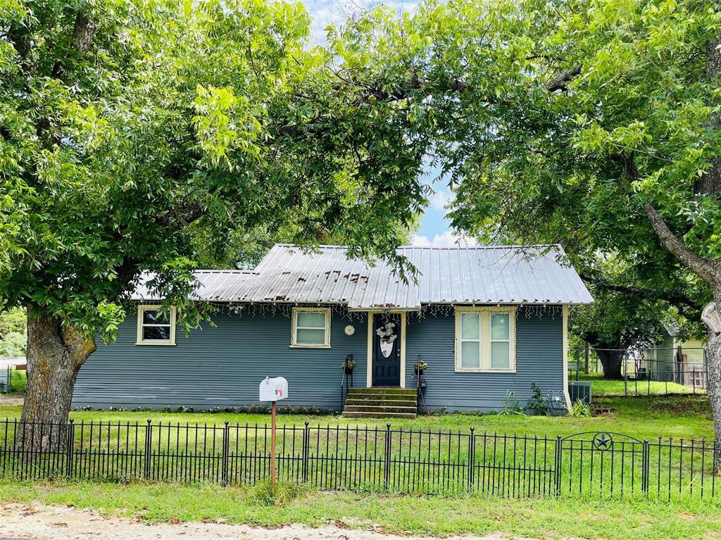 224 E Oak Ave, De Leon, TX 76444