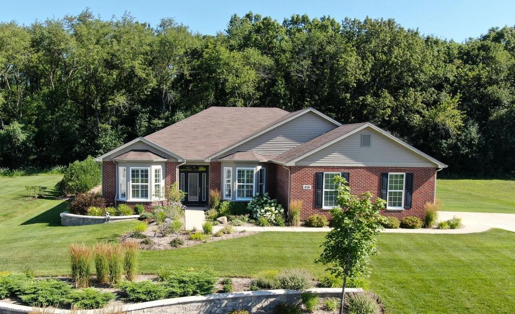 422 Chesterfield Ct #20, Williams Bay, WI 53191