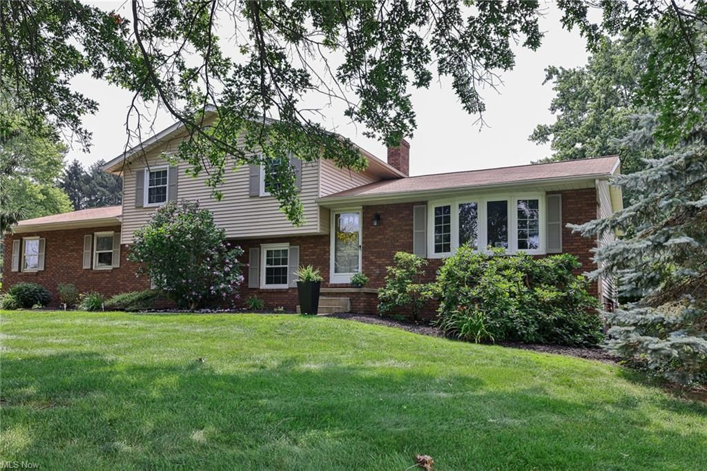 3120 Lake Center St NW, Uniontown, OH 44685
