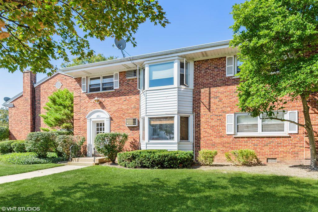 206 N Somerset Ln #2E, Arlington Heights, IL 60005