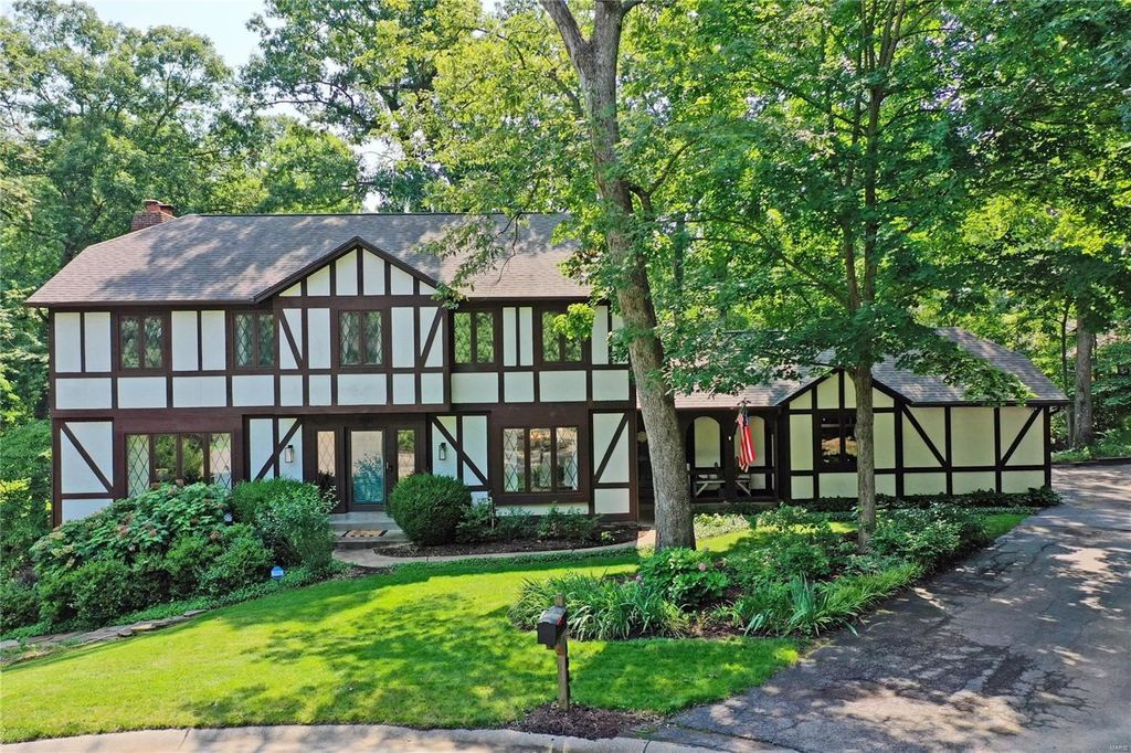 1844 Cabinwood Ct, Chesterfield, MO 63017